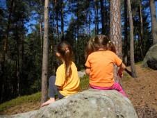 při vyhřívání na sluníčku se trefujemem do stromu