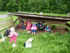 Ovečky nás pozvaly k sobě domů, kdyby náhodou začalo pršet :)