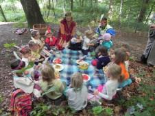 Oběd na cestě ke spřátelenému kmeni