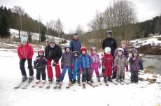 lyžaři na sněhu hurááá