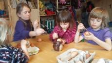 barvíme vajíčka
