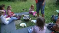 Sotva jsme došli do Arboreta, připravili jsme spaní, zapálili oheň a uvařili si společně večeři.
