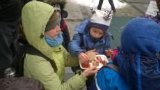 Ochutnávka klobásy na přání dětí :)