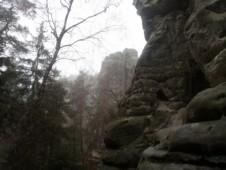 sychravo ve skalách